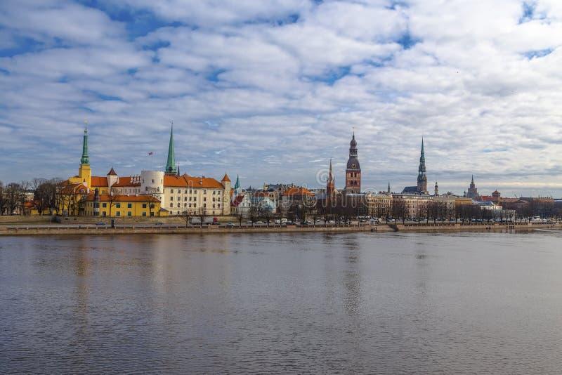 Vue panoramique du centre historique de la ville de Riga photographie stock