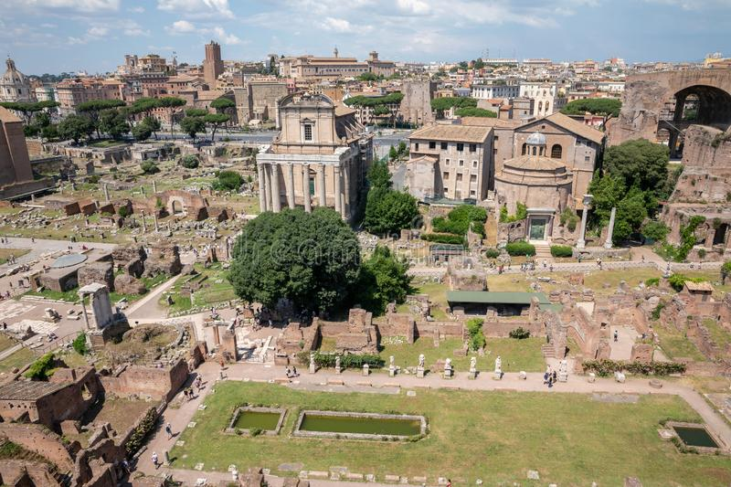Vue panoramique du forum romain, ?galement connue par le forum Romanum photographie stock libre de droits