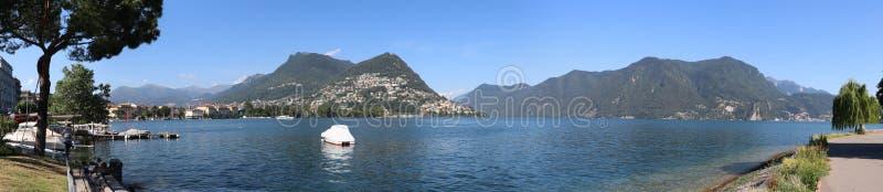 Vue panoramique du lac de Lugano avec la montagne Bre à l'arrière-plan, Suisse photo stock
