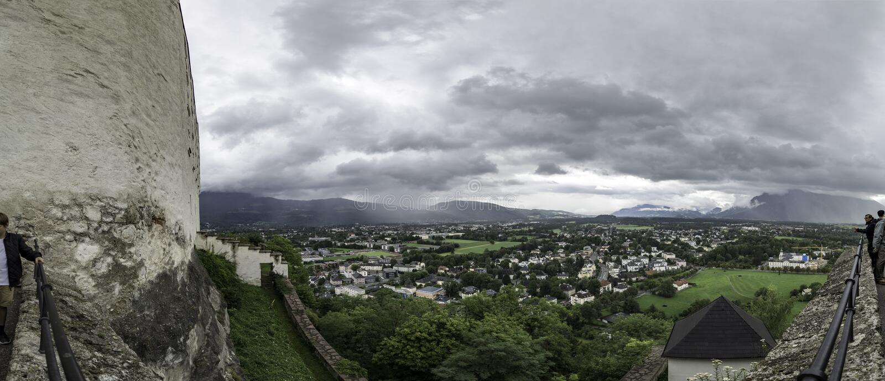 Vue panoramique du mur externe de la forteresse Festung Hohensalzburg, Salzbourg, Autriche de Hohensalzburg images libres de droits