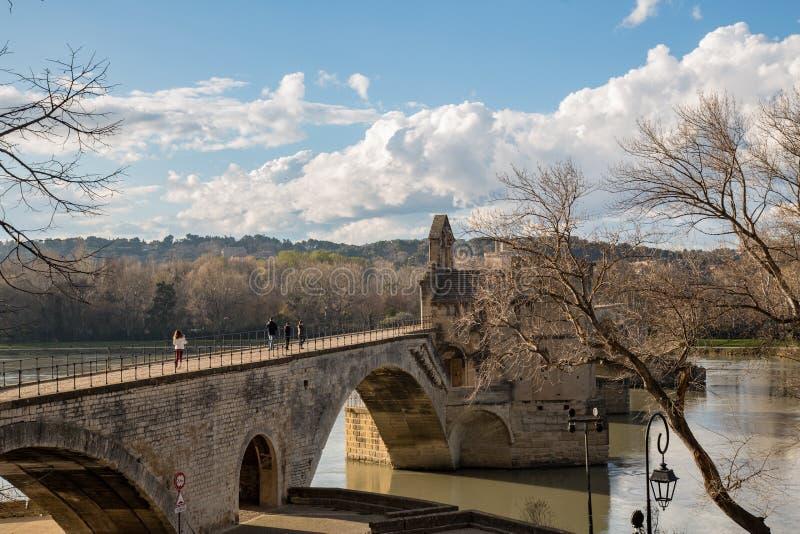 """Vue panoramique du Pont d """"Avignon et le Rhône à Avignon, France images stock"""