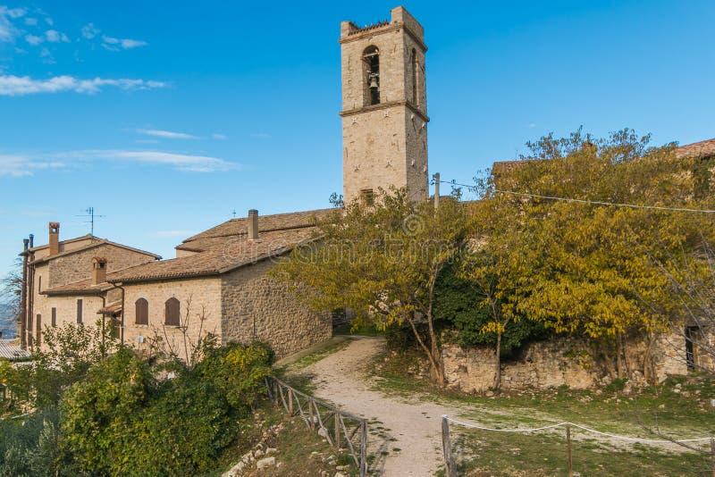 Vue panoramique du village médiéval de Campello Alto en Ombrie photographie stock