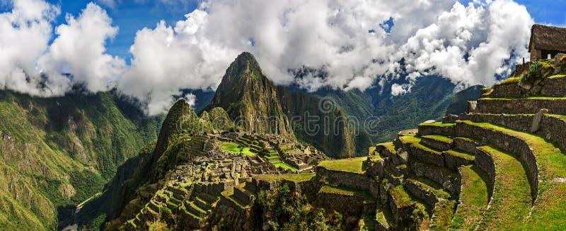 Vue panoramique pittoresque des terrasses de Machu Picchu images libres de droits