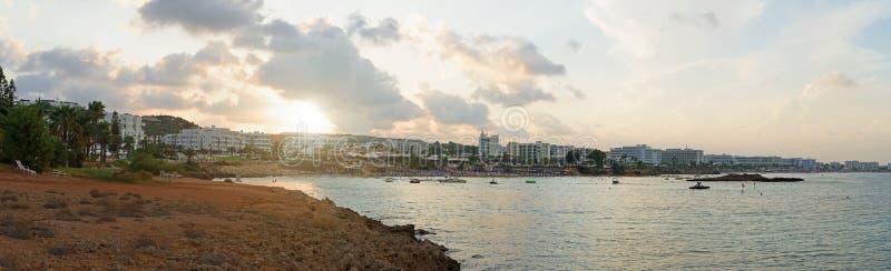 Vue panoramique sur la plage de Fig Tree à Protaras photos libres de droits