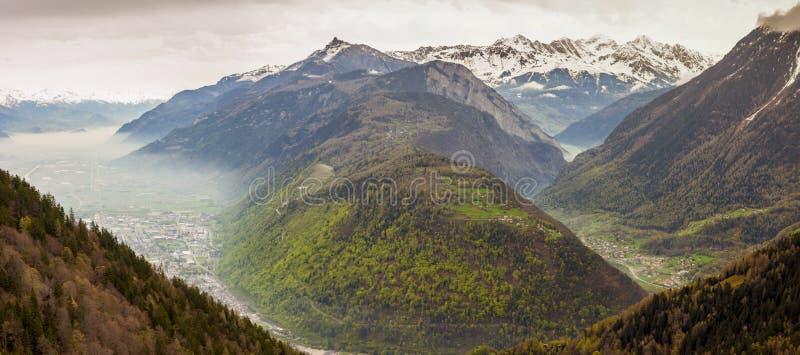 Vue panoramique sur la vallée du Rhône - Suisse. photographie stock