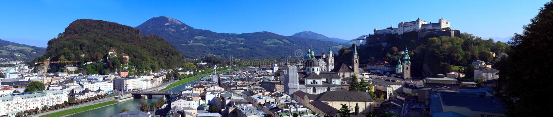 Vue panoramique sur la ville de Salzbourg aux beaux jours, Salzbourg, Autriche photos libres de droits
