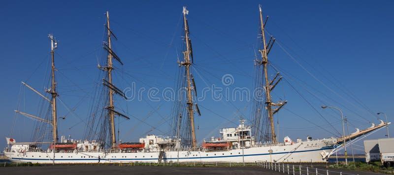 Vue panoramique sur le bateau de navigation japonais Nippon Maru 1984 dans le port de Beppu Pr?fecture d'Oita, Japon photos libres de droits