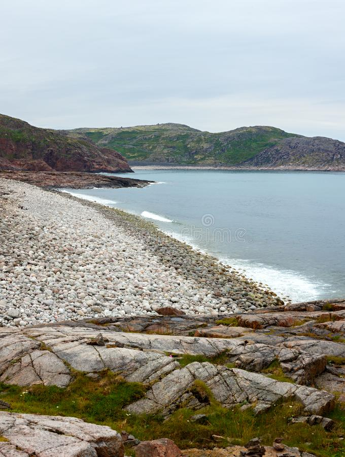 Vue panoramique sur le rivage rocheux de la mer de Barents photo libre de droits