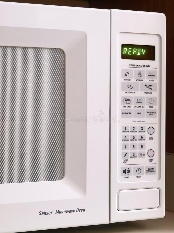 Vue partielle blanche de four à micro-ondes photographie stock