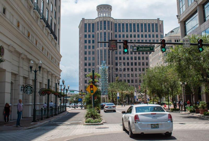 Vue partielle de l'avenue Orange. , Grand Bohemian Hotel et Orlando City Hall au centre-ville 24 photos stock