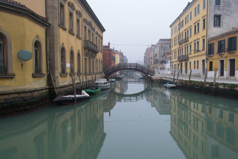 Vue pittoresque de ressort de Vennice avec le canal célèbre de l'eau et les maisons colorées Scène splendide de matin en Italie,  images libres de droits