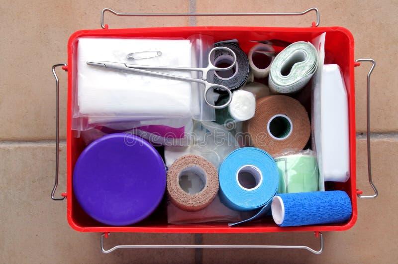 Vue plate de configuration de kit de premiers secours image stock