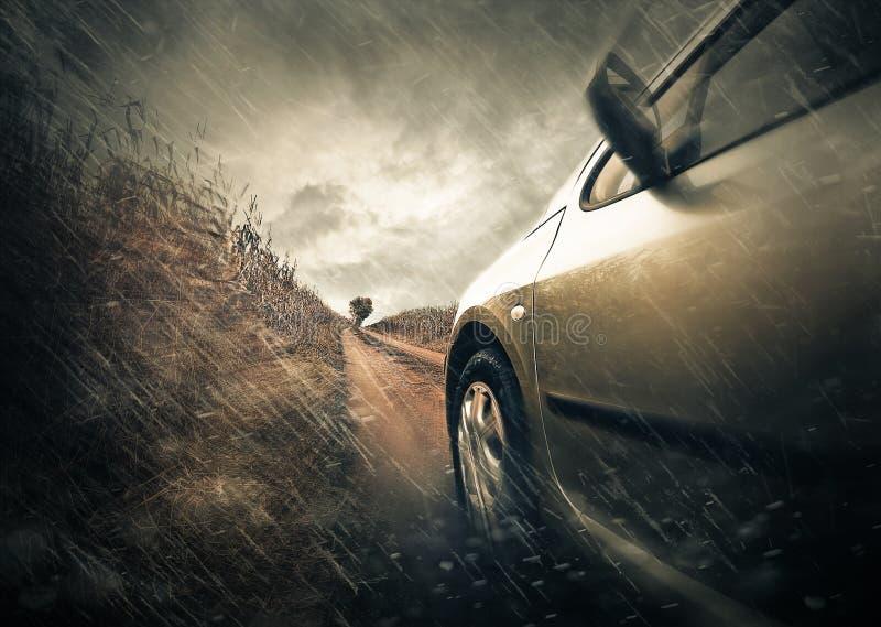 Vue pluvieuse de route images stock