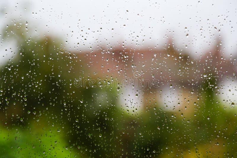 Vue pluvieuse par la fenêtre photo libre de droits