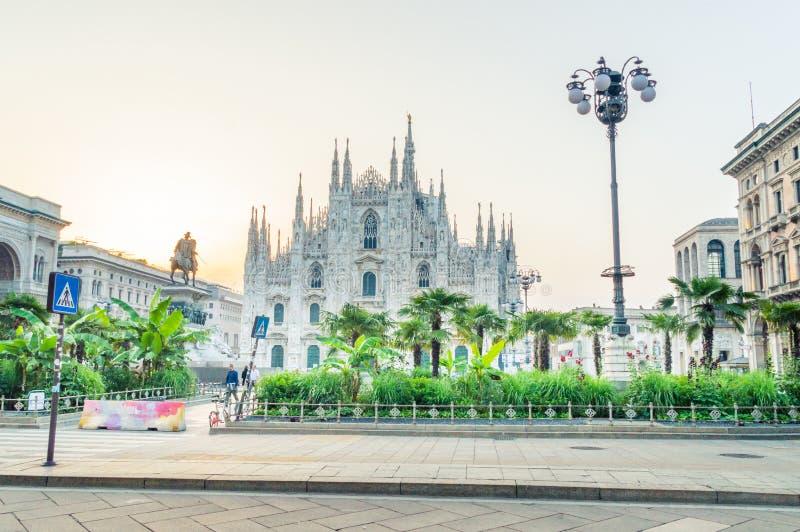 Vue pour la place avec la Cathédrale-basilique de la nativité de St Mary au lever de soleil photo libre de droits