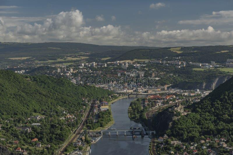Vue pour la vallée de la rivière Labe image libre de droits