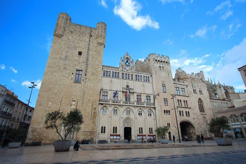 Vue principale d'hôtel de ville médiéval de Narbonne un jour ensoleillé d'hiver photos stock