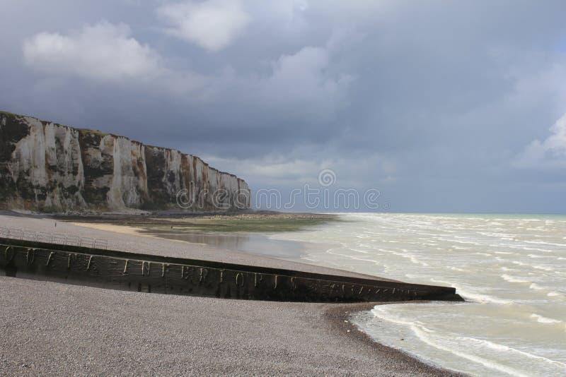 Vue renversante à la côte de falaise d'albâtre en le treport, Normandie, France photos libres de droits