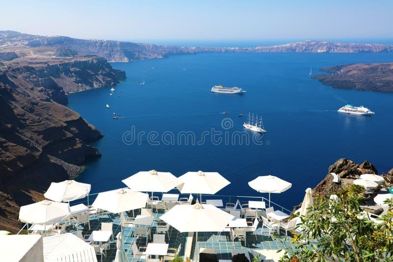 Vue renversante de mer bleue d'île de Santorini Vue pittoresque d'été de village grec célèbre Oia, Grèce, l'Europe images libres de droits