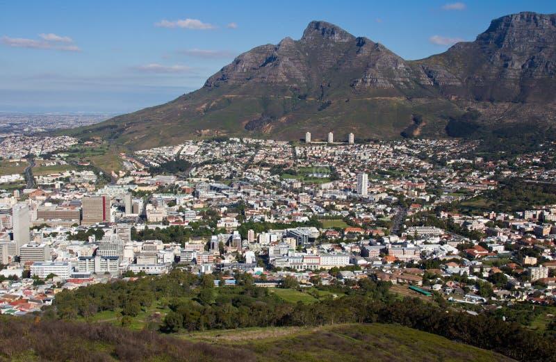 Vue a?rienne de Capetown Afrique du Sud d'un h?licopt?re Panorama Cape Town Afrique du Sud de vue d'oeil d'oiseaux sur un ensolei photographie stock