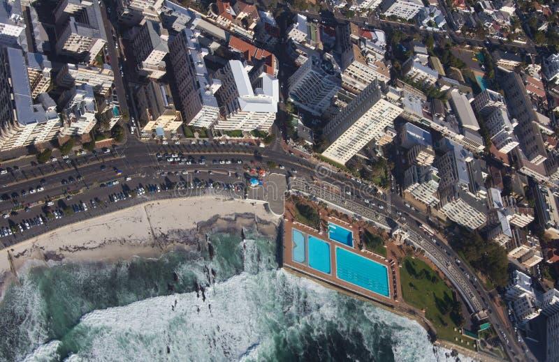 Vue a?rienne de Capetown Afrique du Sud d'un h?licopt?re Panorama Cape Town Afrique du Sud de vue d'oeil d'oiseaux sur un ensolei images libres de droits