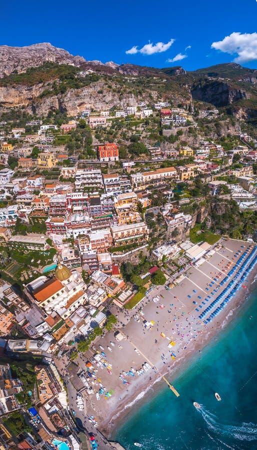 Vue a?rienne de la photo de Positano, beau village m?diterran?en sur la c?te Costiera Amalfitana, le meilleur endroit en Italie,  image libre de droits