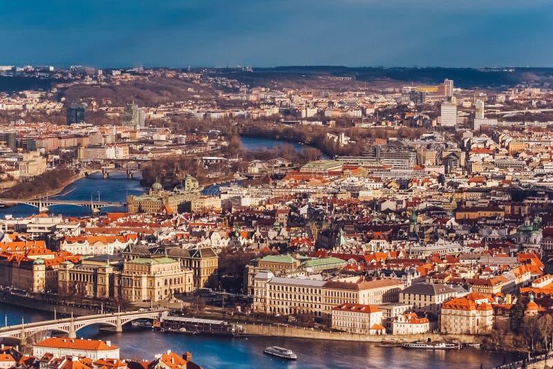 Vue a?rienne de Prague, R?publique Tch?que de tour d'observation de colline de Petrin images libres de droits