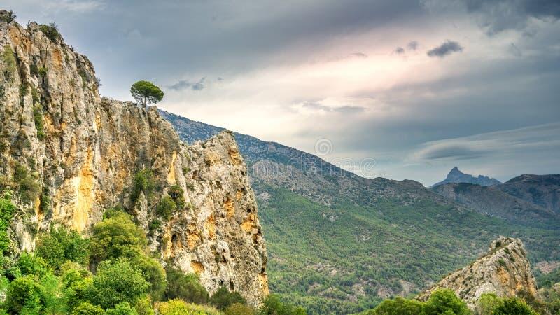 Vue rocheuse au paysage espagnol photos stock