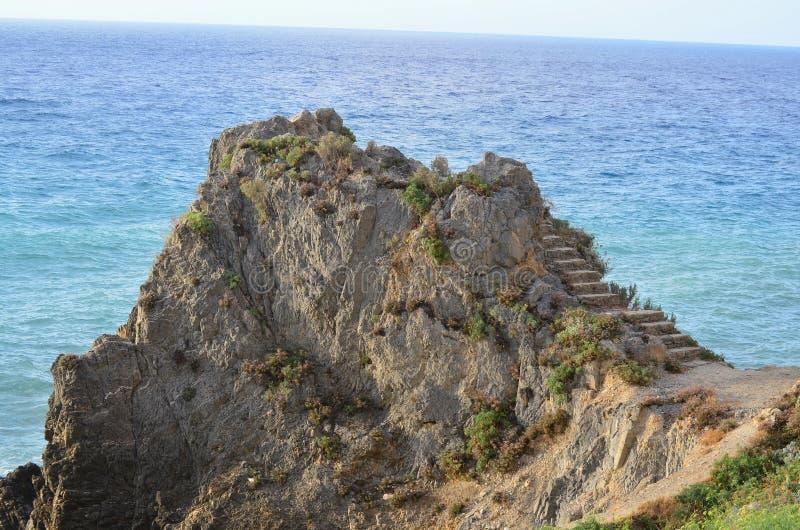 Vue rocheuse de mer, la Riviera Ligure, finale Ligure images stock