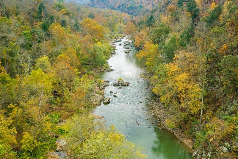 Vue saisonnière des gorges de la rivière Roanoke image stock