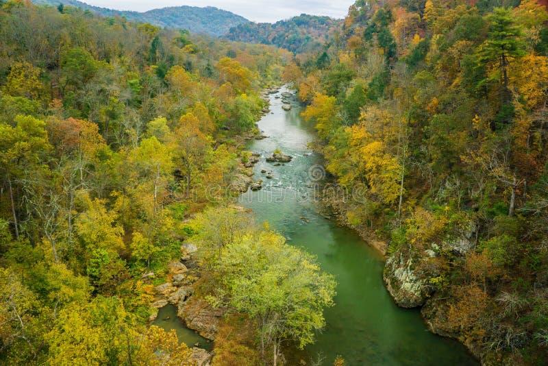 Vue saisonnière des gorges de la rivière Roanoke photo libre de droits