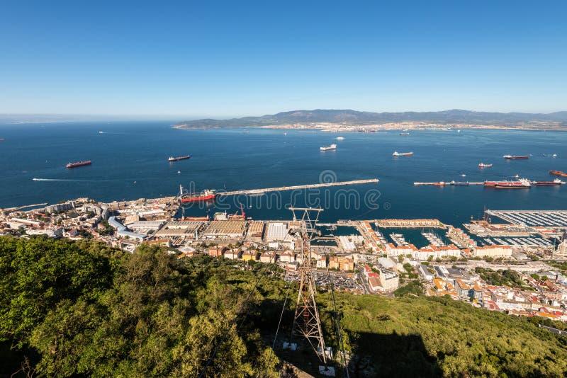 Vue scénique de baie et de ville finies ci-dessus du Gibraltar photos libres de droits