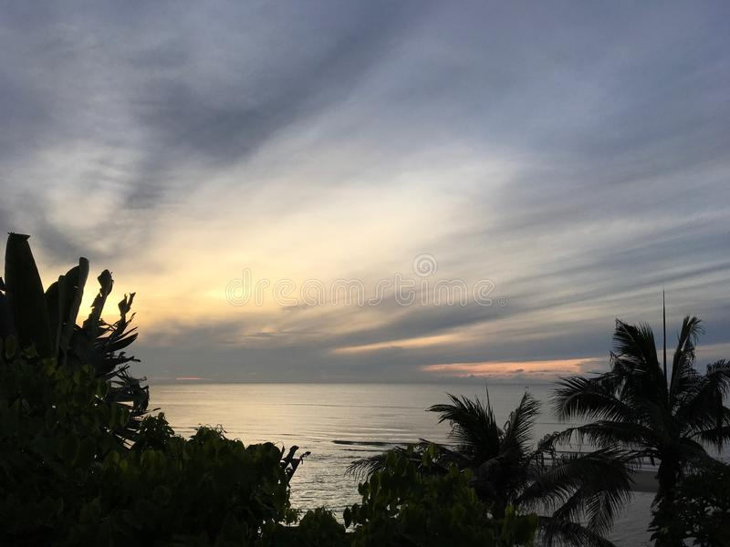 Vue scénique de mer au sundawn chez Huahin, Thaïlande photos stock