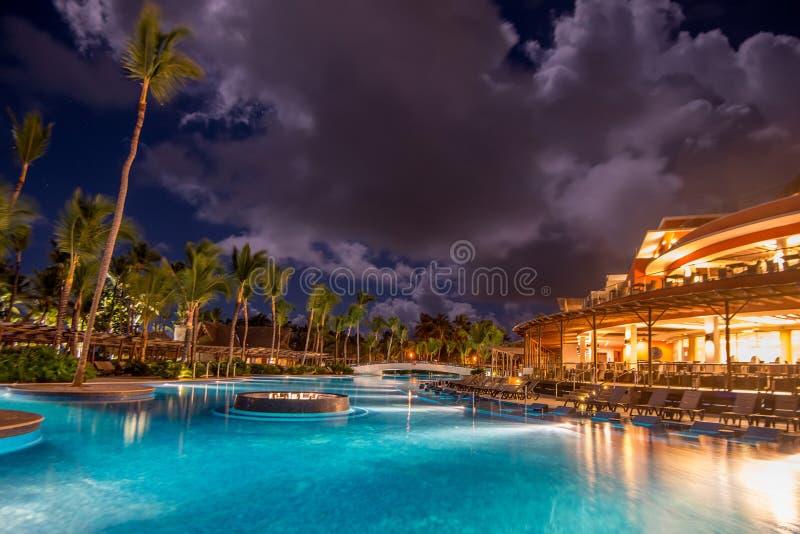 Vue scénique de nuit d'hôtel de cinq étoiles photo stock