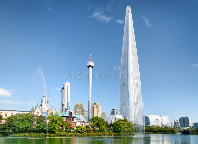 Vue scénique de parc et de gratte-ciel à Séoul, Corée du Sud photographie stock libre de droits