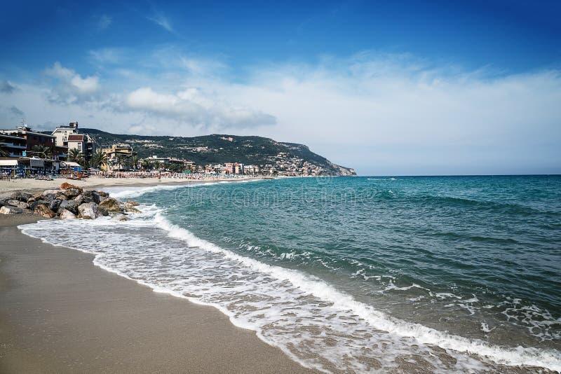 Vue scénique de Pietra Ligure, Ligurie, Italien la Riviera photos stock