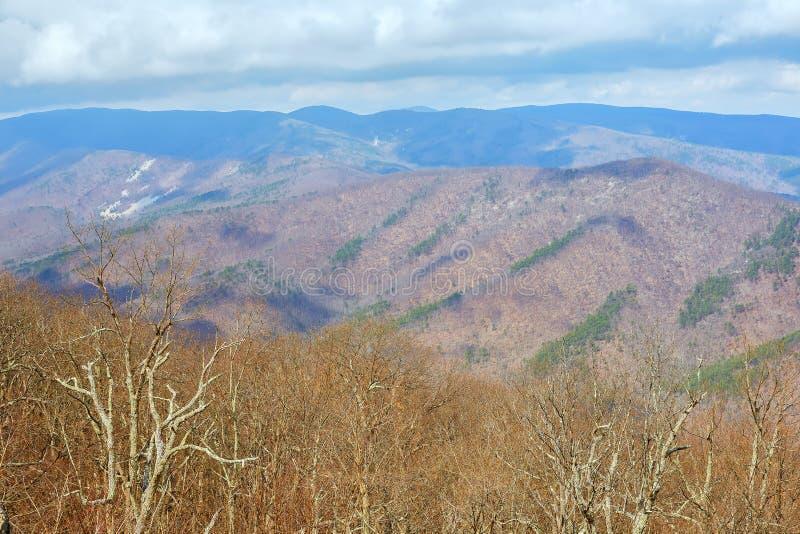 Vue scénique de Ridge Parkway bleu près de Waynesboro, la Virginie images stock