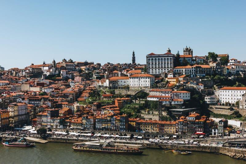 Vue scénique de vieilles ville de Porto et rivière de Douro photographie stock libre de droits