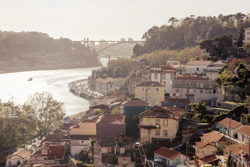 Vue scénique de vieilles ville de Porto et rivière de Douro images stock