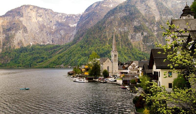 Vue scénique de village de montagne célèbre de Hallstatt dans l'Autrichien image libre de droits