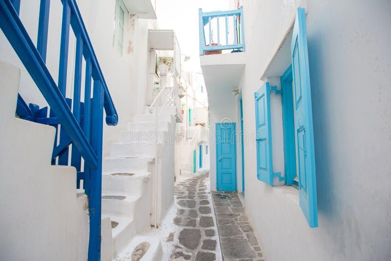 Vue scénique des moulins à vent grecs traditionnels sur l'île de Mykonos, Cyclades, Grèce photo stock
