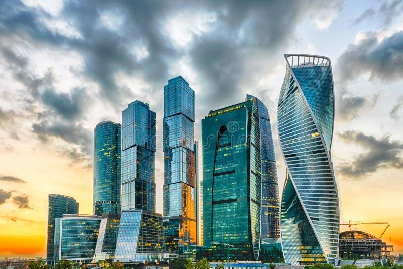 Vue scénique du centre international d'affaires de ville de Moscou, RU image libre de droits