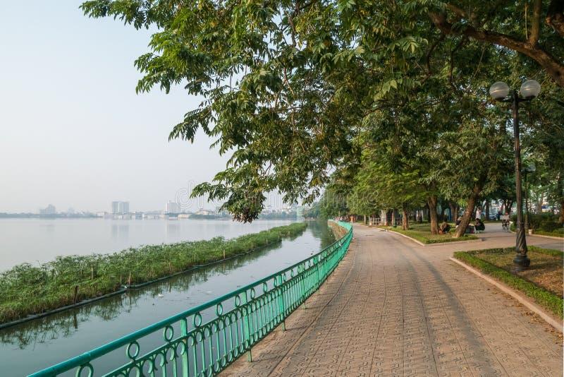 Vue scénique du lac occidental dans la ville de Hanoï, Vietnam photographie stock
