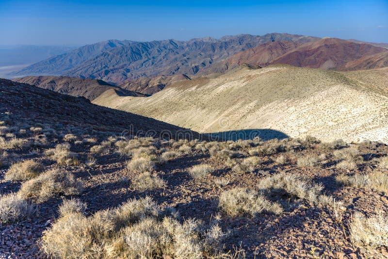 Vue scénique merveilleuse de Dantes de point dans les montagnes de la mort val photo libre de droits