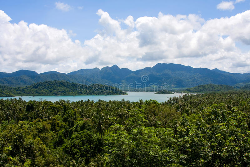 Vue scénique sur de petites îles tropicales photographie stock libre de droits