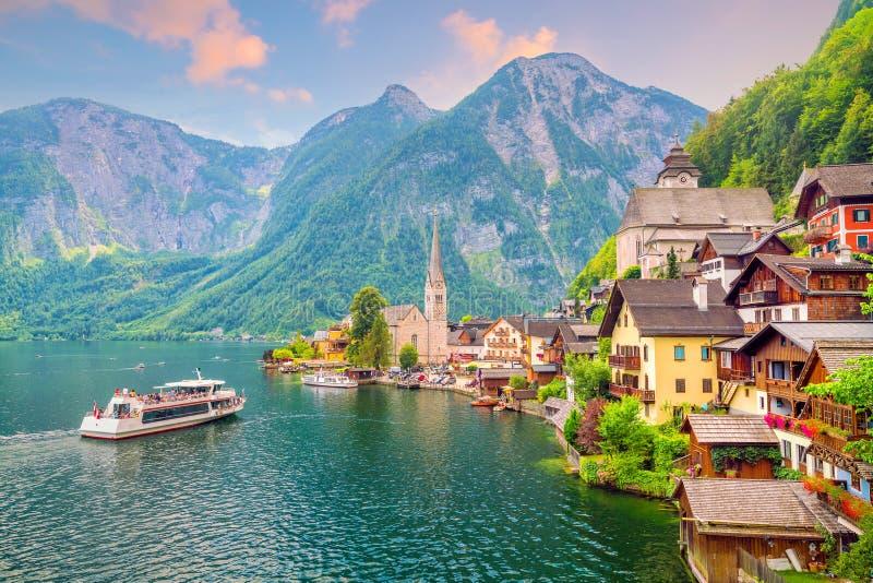 Vue sc?nique de village c?l?bre de Hallstatt en Autriche images stock