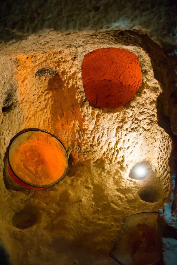 Vue souterraine de ville de Kaymakli de l'intérieur de l'acave images stock