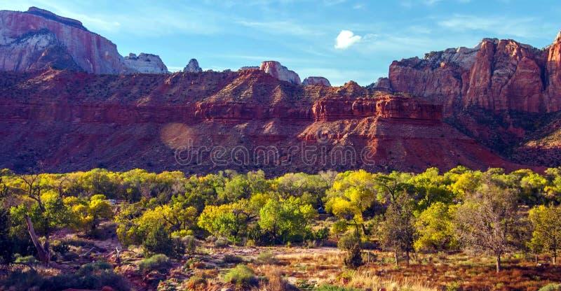 Vue stupéfiante de gardien Trail, Zion National Park, Utah image libre de droits