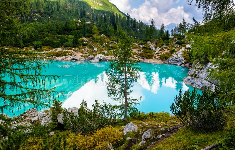 Vue stupéfiante de lac célèbre Sorapis avec de l'eau turquoise Le meilleur emplacement populaire pour la photographie et hausse d photos libres de droits