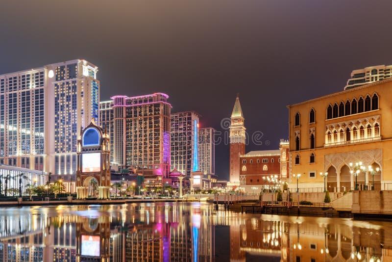 Vue stupéfiante de nuit des hôtels et des casinos dans Cotai, Macao photographie stock libre de droits
